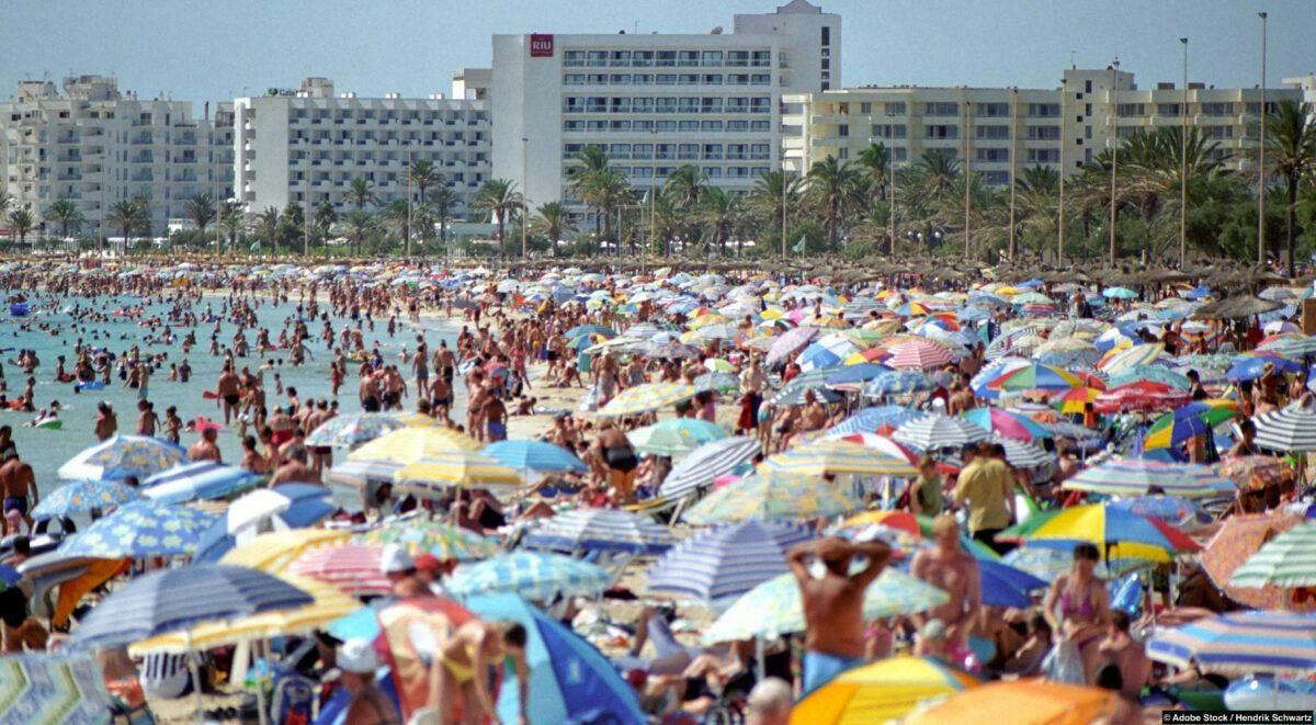 Overtourism: when tourists want to go where all tourists are