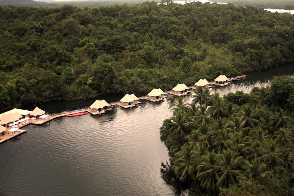 © 4 Rivers Floating Lodge