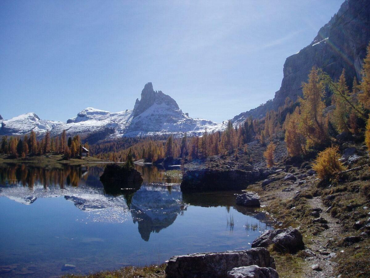 Urlaub am Bergsee: Badespaß mit Alpenpanorama