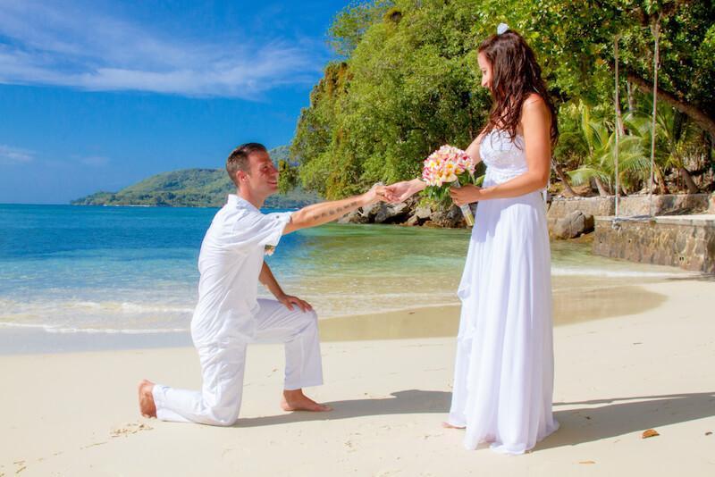 Bride and groom on Seychelles © Cerf Island Resort
